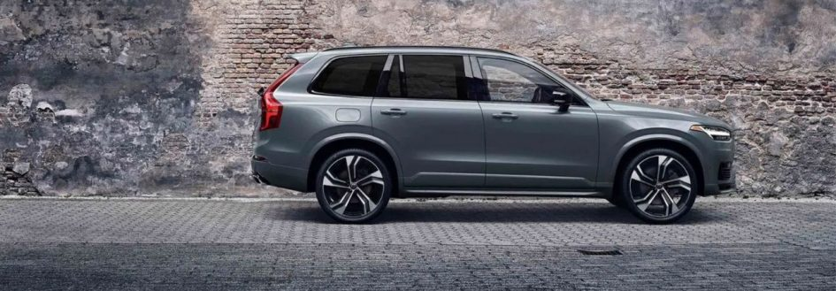 2020 volvo xc90 parked by a stone wall